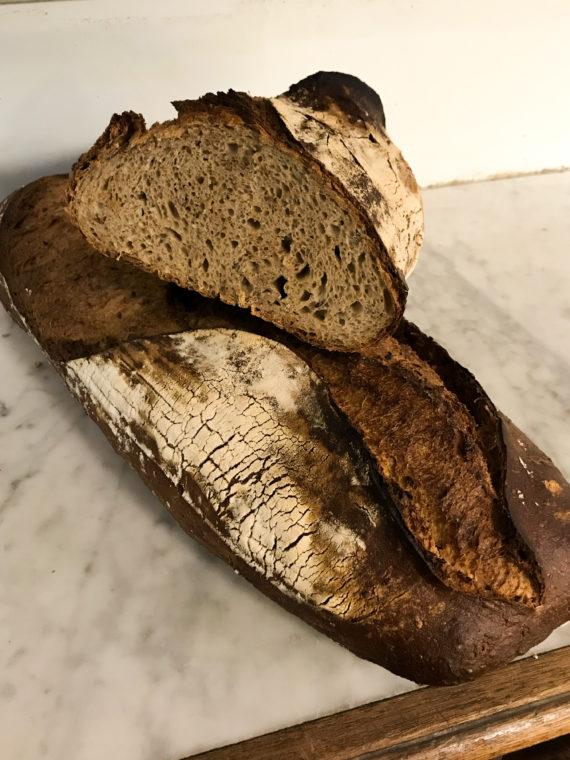 Boulangerie Aux Petites Mains PAIN A LA COUPE Complet son & lin