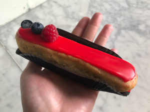 Boulangerie Aux Petites Mains Eclair spécial Fruits Rouges