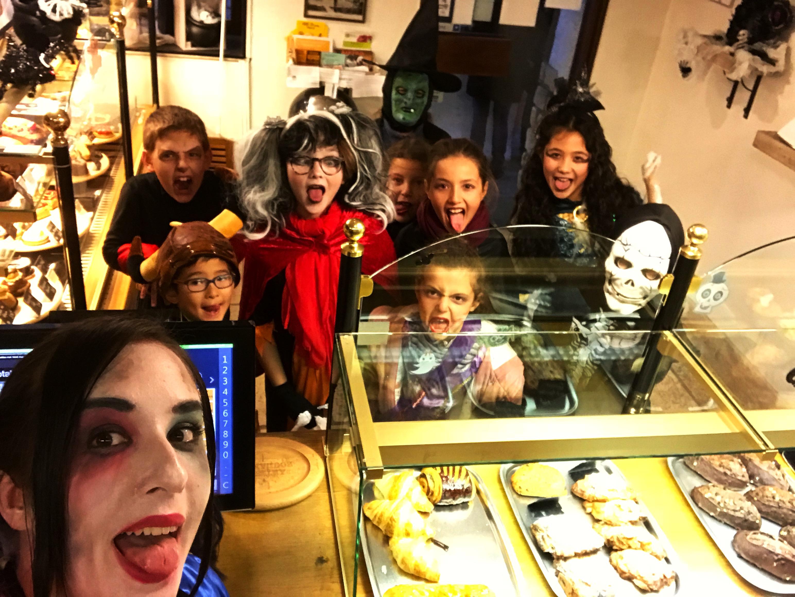 Boulangerie Aux Petites Mains enfants clients Halloween 2017