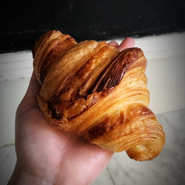 Boulangerie Aux Petites Mains INCONTOURNABLE Croissant